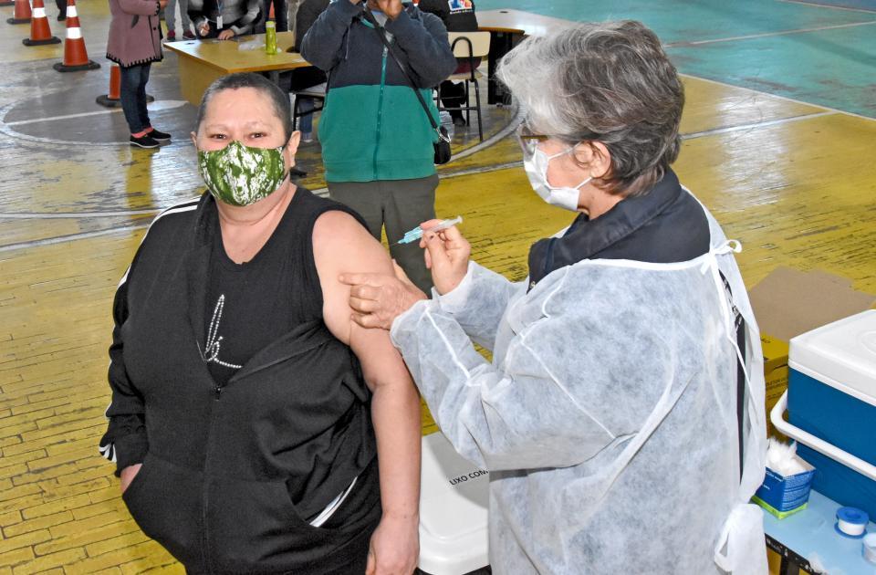 Vacinação contra Covid: trabalhadores da pequena indústria encerram grupos prioritários