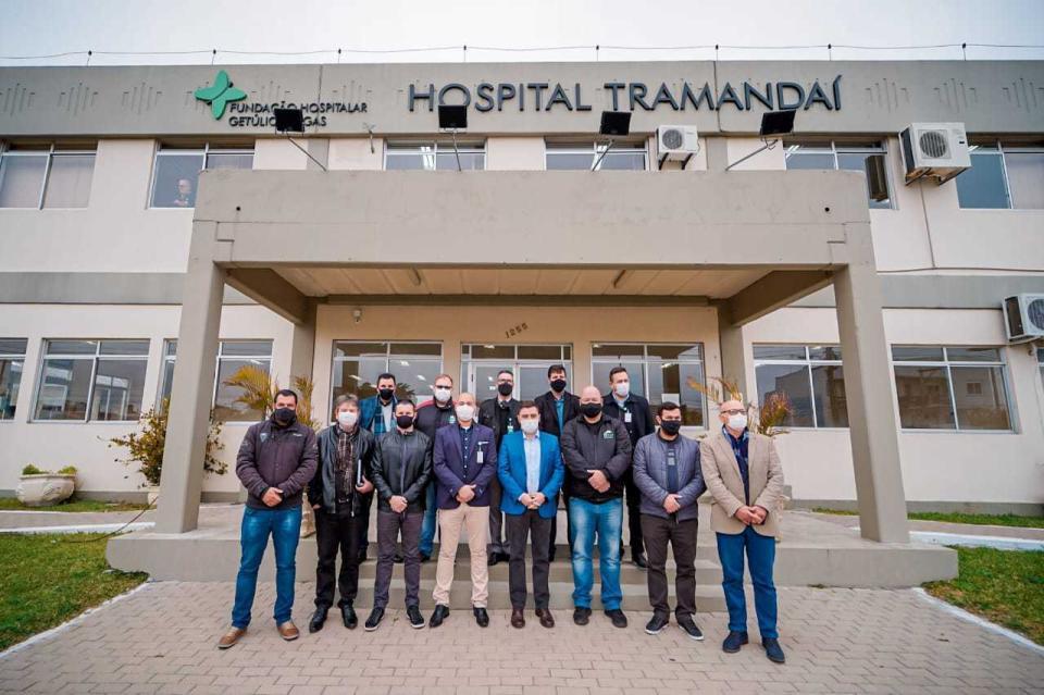 Prefeito e vice visitam Hospital Tramandaí e acompanham obras de revitalização