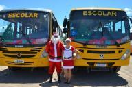 Ônibus decorados em clima natalino fazem alegria dos alunos