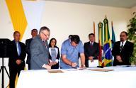 Ato de assinatura do contrato com o Hospital Tramandaí