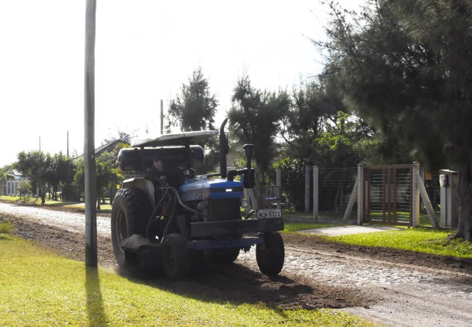 Capina atuou nas ruas dos balneários Presidente e Morada do Sol