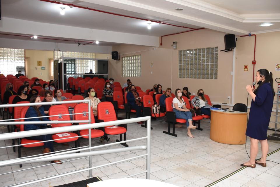 Órgãos públicos tratam sobre atendimento em rede para alunos do município