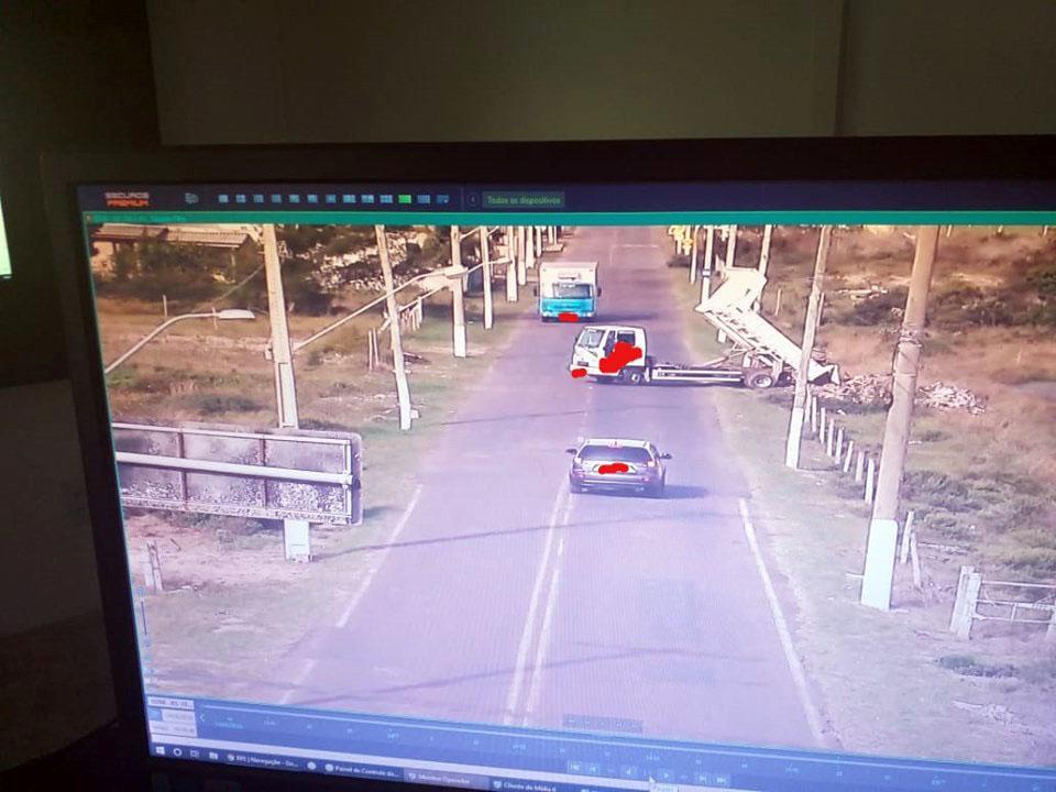 Câmeras de monitoramento flagram crime ambiental no balneário Santa Terezinha