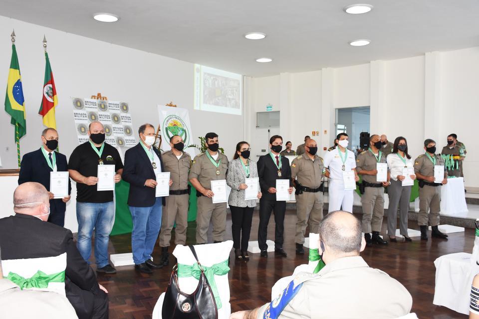 Autoridades municipais recebem Comenda Ambiental da Brigada Militar