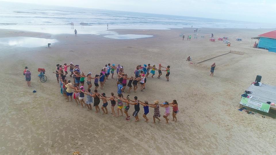 Atividades físicas gratuitas na praia seguem até primeira quinzena de março