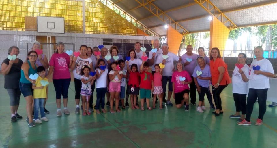 Atividade integra idosos e crianças