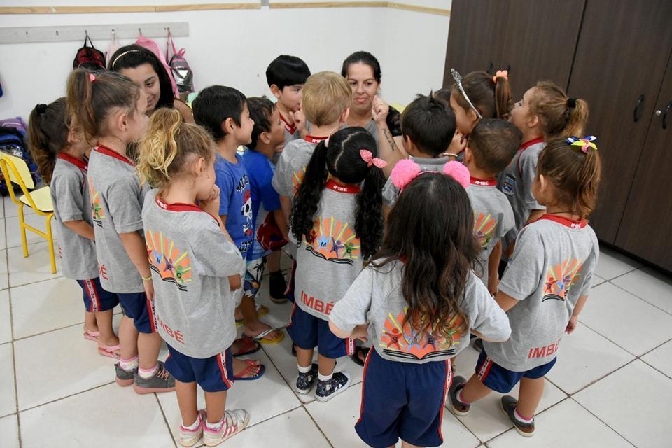 SMEC conclui entrega de uniformes aos alunos da Educação Infantil